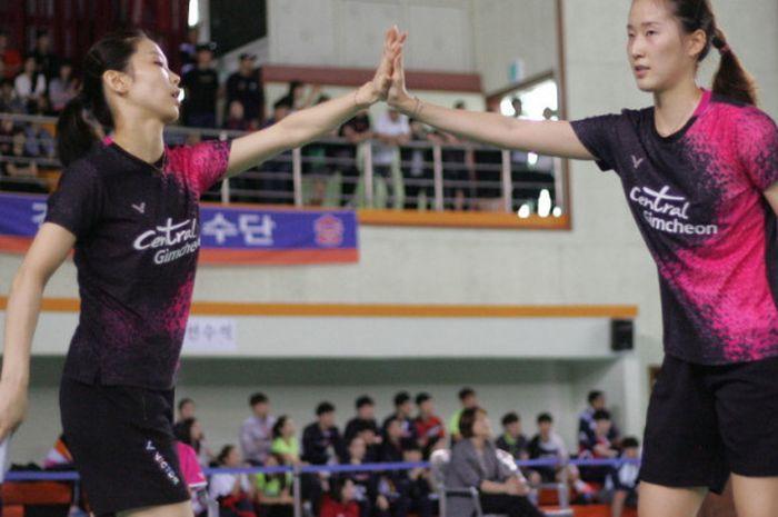 Chang Ye-na (kanan) dan Jung Kyung-eun di Pekan Olahraga Nasional Korea Selatan 2017