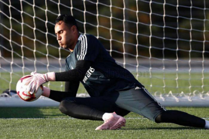 Penjaga gawang Real Madrid, Keylor Navas yang terpinggirkan meski memenangi 3 gelar Liga Champions