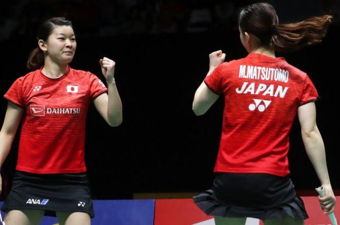 Ganda putri Jepang, Misaki Matsutomo/Ayaka Takahashi, saat tampil dalam turnamen BWF World Tour Finals 2018 di Guangzhou, China.