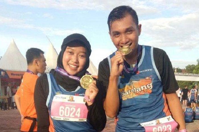 Dini bersama temannya Nanda mengikuti Barelang Marathon
