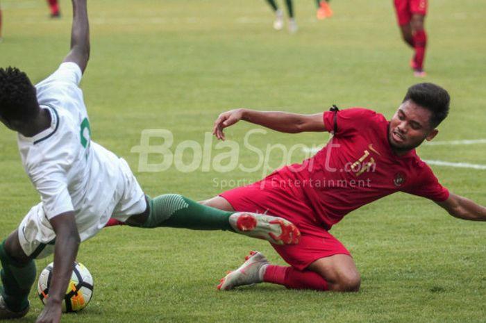 Pemain timnas u-19 Indonesia, Saddil Ramdani, beraksi pada laga uji coba kontra Arab Saudi di Stadion Wibawa Mukti, Cikarang, pada Rabu (10/10/2018).