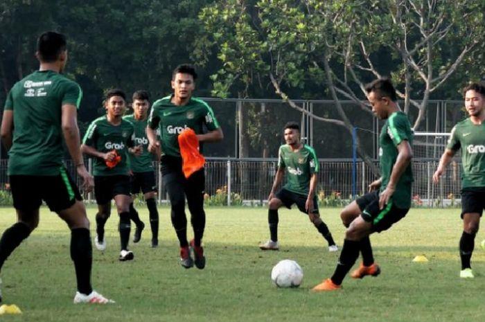 Sesi latihan timnas U-22 Indonesia di Lapangan ABC Kompleks Gelora Bung Karno, Senayan, Jakarta Pusat.