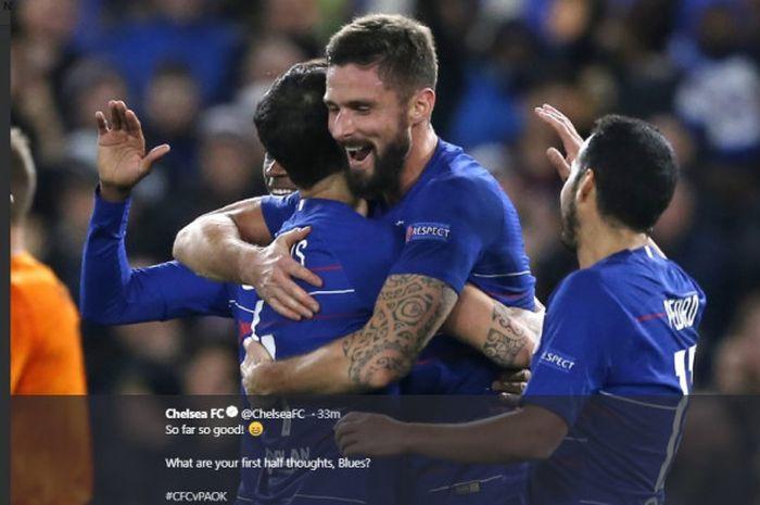 Striker Chelsea, Olivier Giroud, merayakan gol bersama Cesc Fabregas dan Pedro Rodriguez, dalam laga Grup L Liga Europa kontra PAOK FC di Stadion Stamford Bridge, London, pada 29 November 2019.