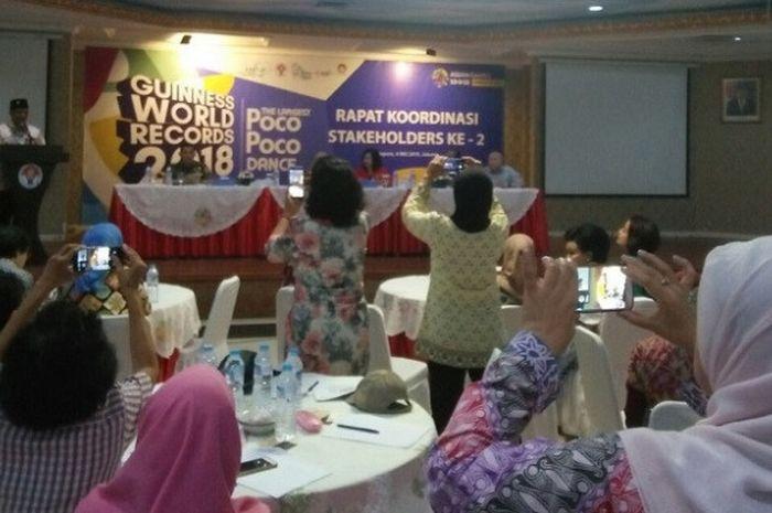 Kementerian Pemuda dan Olahraga (Kemenpora) bersama Federasi Olaharaga Kreasi Budaya Indonesia (FOKBI) dan Dharma Wanita Persatuan Kemenpora (DWP) akan melakukan pemecahan rekor dunia bertajuk Senam Nusantara Poco-Poco 2018.