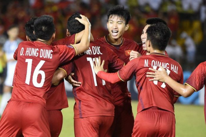 Suka cita pemain timnas Vietnam merayakan gol ke gawang timnas Filipina pada semifinal pertama Piala AFF 2018 di Stadion Panaad, Bacolod City, 2 Desember 2018.