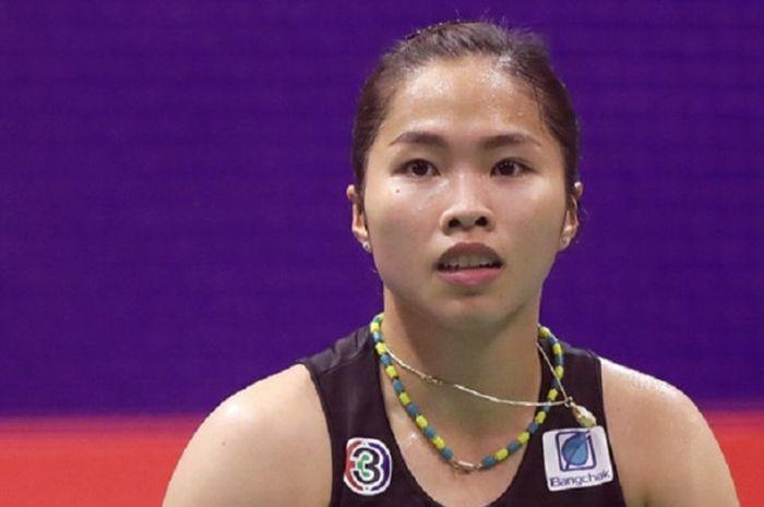 Pebulu tangkis tunggal putri Thailand, Ratchanok Intanon, berlaga pada babak perempat final Hong Ko