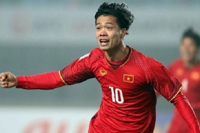 Striker timnas Vietnam, Nguyen Cong Phuong merayakan golnya dalam pertandingan persahabatan kontra FC Seoul di Paju National Football Centre, Korea, Kamis (25/10/2018).