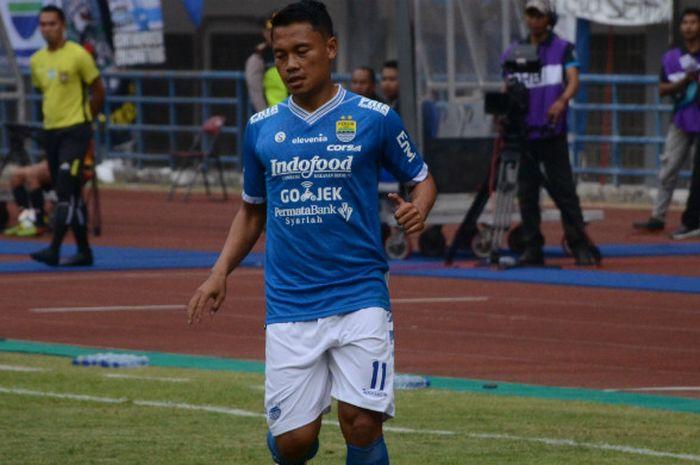 Gelandang Persib Bandung, Dedi Kusnandar saat melawan Arema di Stadion Gelora Bandung Lautan Api, Kamis (13/9/2018) pada Liga 1 2018 pekan ke-21.