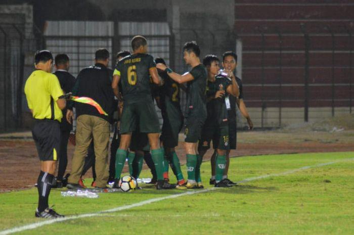 Selebrasi gol Ahmad Nufiandani di laga PS Tira Vs Persela di Stadion Sulta Agung, Bantul, Minggu (28/10/2018)