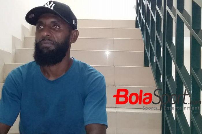 Bek tengah Rudolof Yanto Basna saat berbincang dengan BolaSport.com di kawasan Kebon Kacang, Jakarta