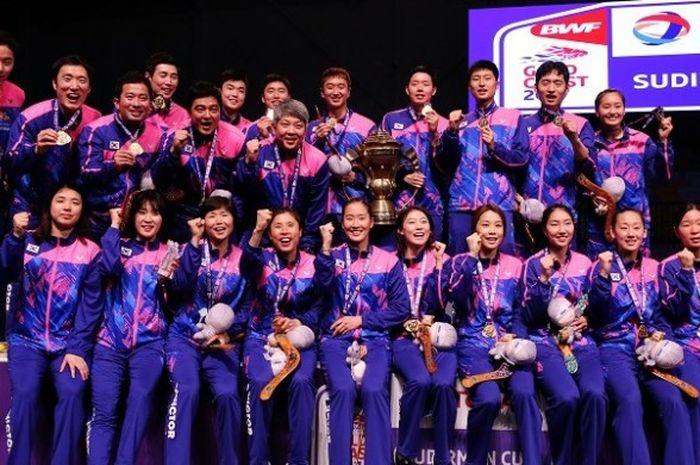Timnas Bulu Tangkis Korea Selatan berpose setelah menjuarai Piala Sudirman 2017. Korea mengalahkan China 3-2 pada babak final di Carrara Sports Indoor Stadium, Minggu (28/5/2017).