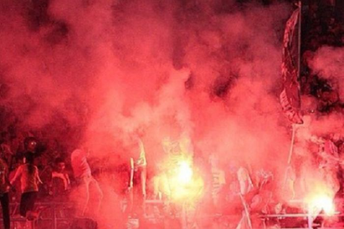 Suporter Borneo FC, Pusamania,  kecewa dengan sanksi komdis PSSI kepada timnya.