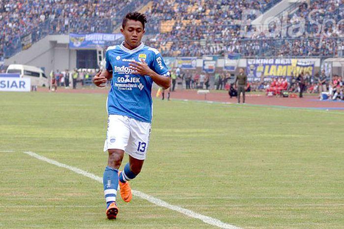 Gelandang Persib Bandung, Febri Hariyadi, saat tampil melawan PS Tira dalam laga perdana Liga 1 2018 di di Stadion Gelora Bandung Lautan Api, Senin (26/3/2018)