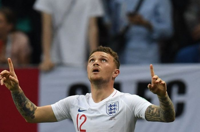 Bek sayap Inggris, Kieran Trippier, merayakan golnya ke gawang Kroasia dalam pertandingan semifinal
