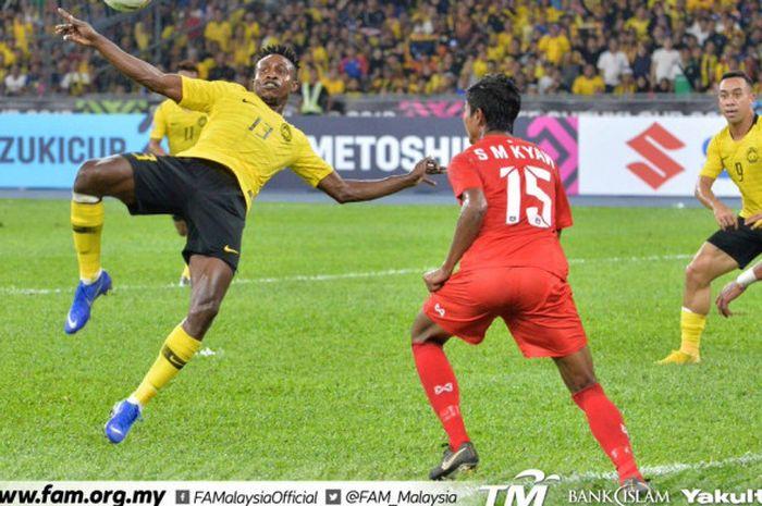 Aksi pemain Malaysia, Sumareh saat laga melawan Myanmar dalam laga Piala AFF 2018 grup A di Stadion Bukit Jalil, Kuala Lumpur, Sabtu (24/11/2018).