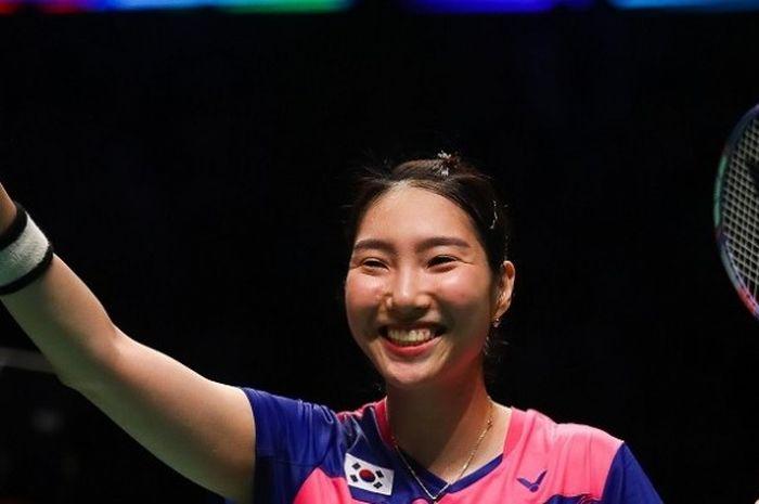 Pebulu tangkis tunggal putri Korea Selatan, Sung Ji-hyun, merayakan kemenangan atas Ratchanok Intanon (Thailand) 21-13, 21-17 pada parta keempat semifinal Piala Sudirman 2017. Korea menang 3-1 atas Thailand pada pertandingan yang digelar di Carrara Indoor Sports Stadium, Sabtu (27/5/2017).