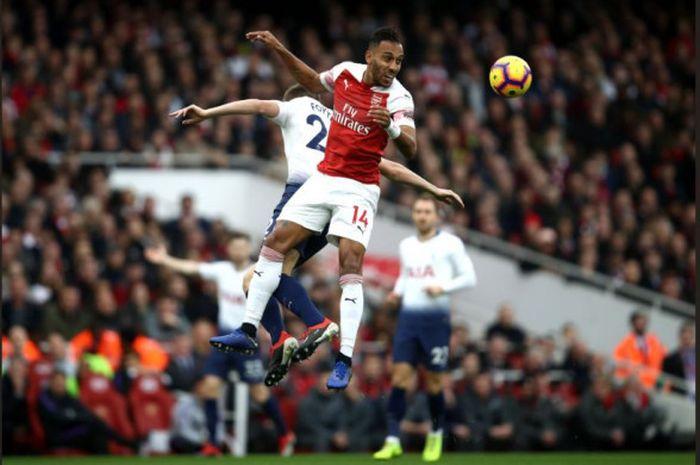 Aksi penyerang Arsenal, Pierre-Emerick Aubameyang, pada laga kontra Tottenham Hotspur di Stadion Emirates, Minggu (2/12/2018).