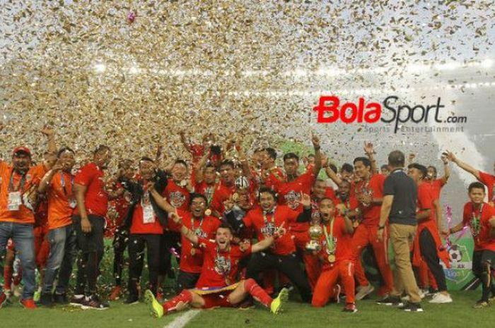 Persija Jakarta merayakan gelar juara Liga 1 2018.