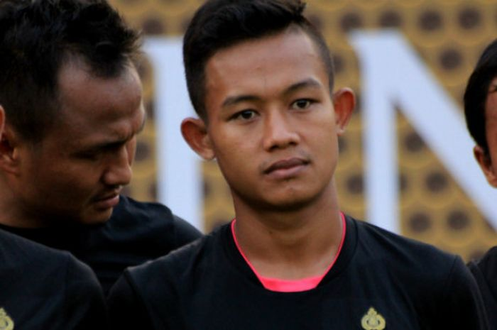Pemain Bhayangkara FC, Sani Rizki Fauzi saat mengiuti sesi latihan di Stadion PTIK, Jakarta Selatan,