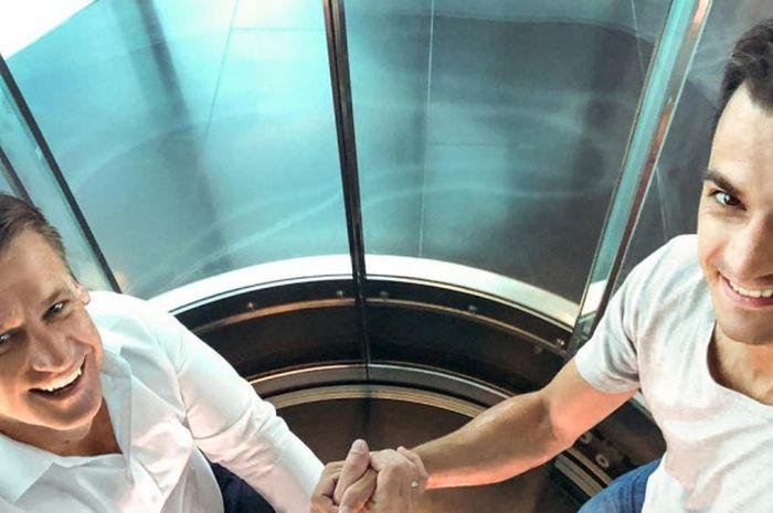 Direktur Motorsport KTM, Pit Beirer, bersama Dani Pedrosa.