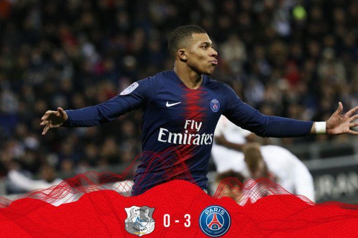 Penyerang Paris Saint-Germain, Kylian Mbappe, merayakan gol yang dicetak ke gawang Amiens dalam laga Liga Prancis di Stade de la Licorne, Sabtu (12/1/2019).