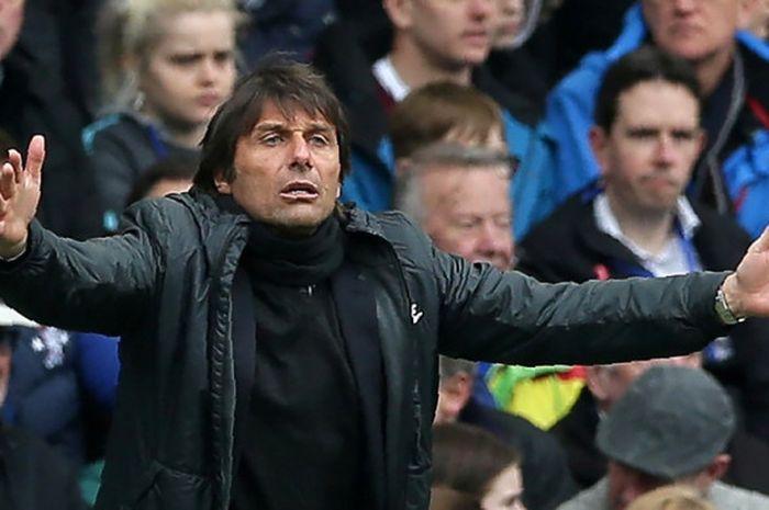 Ekspresi pelatih Chelsea, Antonio Conte, dalam laga Liga Inggris kontra Tottenham Hotspur di Stadion Stamford Bridge, London pada 1 April 2018.