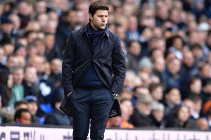 Ekspresi manajer Tottenham Hotspurs, Mauricio Pochettino, saat menyaksikan anak asuhnya melawan Manc