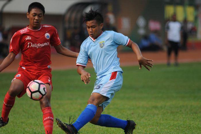 Suasana pertandingan pembukan Elite Pro Academy U-16 antara Persija Jakarta U-16 kontra Persela Lamongan U-16 di Stadion PTIK, Jakarta, Sabtu (15/9/2018).