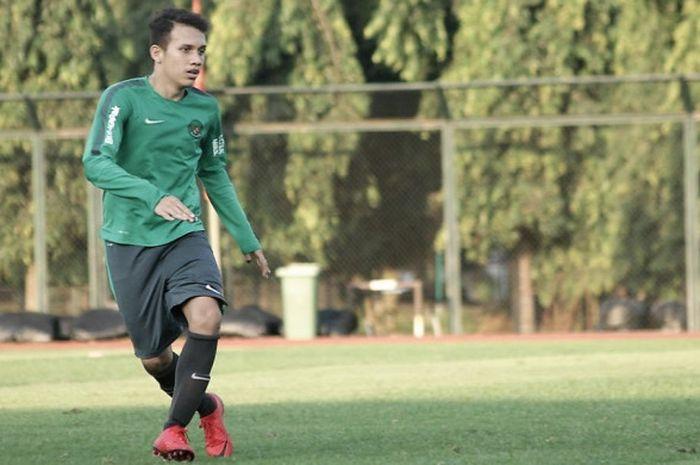 Pemain timnas U-19 Indonesia, Egy Maulana Vikri saat pemusatan latihan di Lapangan Universitas Negeri Yogyakarta, Selasa (22/5/2018)