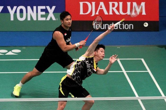 Pasangan ganda putra Wahyu Nayaka Arya Pankaryanira/Kevin Sanjaya Sukamuljo, saat bertanding melawan