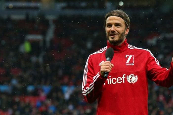 David Beckham berbicara kepada publik di Old Trafford pada sebuah laga amal pada 14 November 2015.