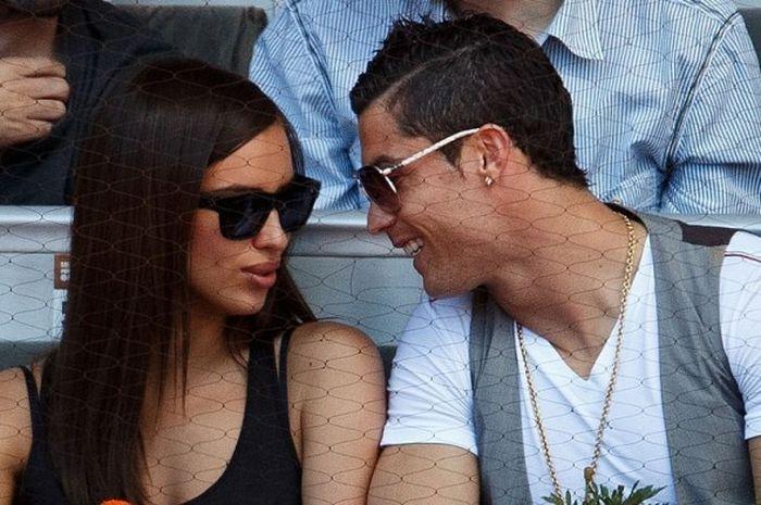 Cristiano Ronaldo ketika masih menjalin asmara dengan Irina Shayk saat keduanya menyaksikan pertandi