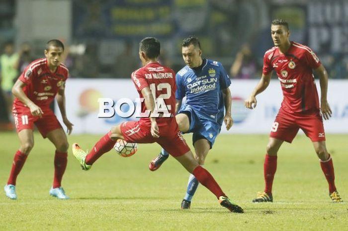 Aksi Shohei Matsunaga saat Persib Bandung vs Semen Padang pada pertandingan perebutan juara ketiga P