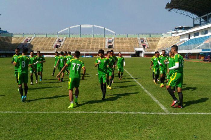 Skuat PSS Sleman Uji Lapangan Stadion Maguwoharjo, Sleman, Jumat (11/8/2017).