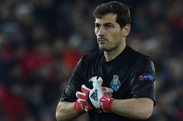 Ekspresi kiper FC Porto, Iker Casillas, pada pertandingan penentuan babak 16 besar Liga Champions di Stadion Anfield, Selasa (6/3/2018) waktu setempat.