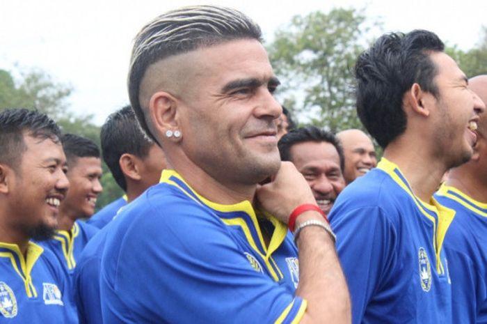 Gonzales terpantau mengikuti pelatihan Lisensi C AFC yang digelar PSSI di Sawangan, Depok pada bulan