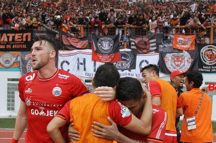 Selebrasi kemenangan Persija Jakarta atas Sriwijaya FC di Stadion Wibawa Mukti, Cikarang,  Sabtu (24/11/2018).