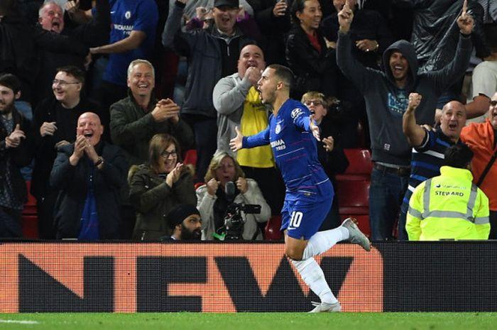 Selebrasi penyerang Chelsea, Eden Hazard, seusai berhasil mencetak gol kemenangan timnya ke gawang Liverpool dalam laga ronde ke-3 Piala Liga Inggris 2018-2019 di Stadion Anfield, Liverpool, Inggris, pada Rabu (26/9/2018).