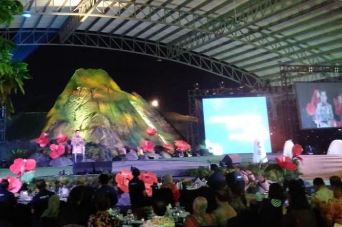 Wakil Presiden Republik Indonesia memberikan sambutan di acara Malam Penghargaan Karyawan dan Sponsor Asian Games 2018, Selasa, (18/12/2018) di Jakarta International Equestrian Park, Pulo Mas, Jakarta