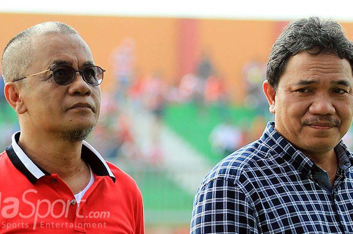Presiden Madura United, Achsanul Qosasi (kanan) bersama Manajer Madura United, Haruna Soemitro (kiri)