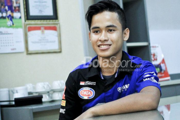 Pebalap muda Indonesia, Galang Hendra Pratama, saat berkunjung ke kantor Redaksi Tabloid BOLA.