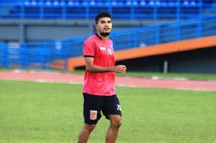 Rifal Lastori saat berlatih bersama Pusamania Borneo FC
