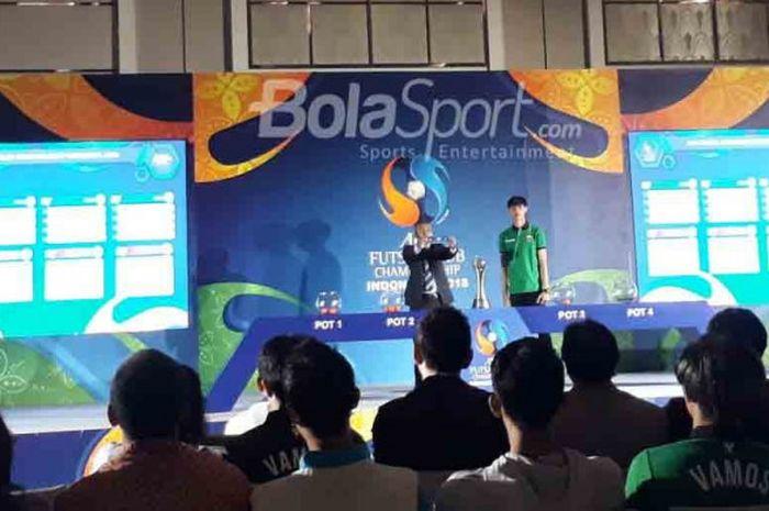 Kapten Vamos FC, Sunny Rizky (kanan), dalam drawing AFC Futsal Club Championship 2018 di Hotel Fairmont, Senayan, Jakarta Pusat, Jumat (18/5/2018)