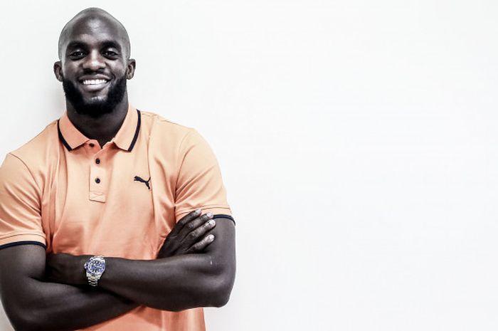 Marquee player Mitra Kukar, Mohamed Sissoko, saat bertandang ke kantor Tabloid Bola.