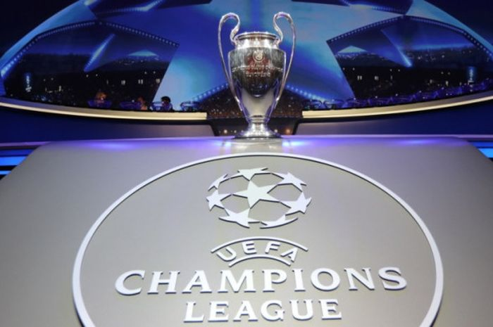 Trofi Liga Champions dipamerkan dalam acara undian fase grup di Monako, 24 Agustus 2017.