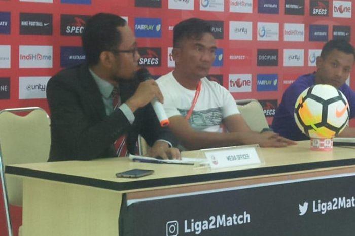 Pelatih Persita Tangerang, Wiganda Saputra, dalam konferensi pers usai laga perebutan tempat ketiga Liga 2 2018