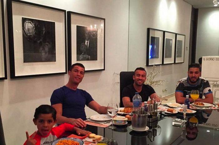 Ruang makan di rumah Cristiano Ronaldo