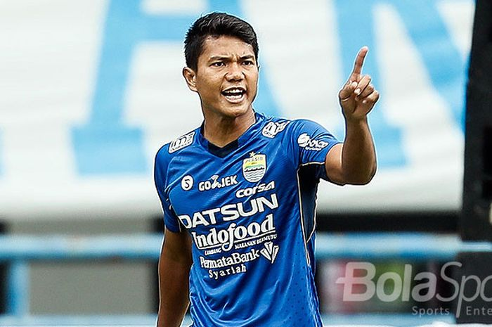 Pemain belakang Persib Bandung, Achmad Jufriyanto, saat tampil melawan Sriwijaya FC dalam laga pembuka Piala Presiden 2018 di Stadion Gelora Bandung Lautan Api, Kota Bandung, Selasa (16/1/2018)