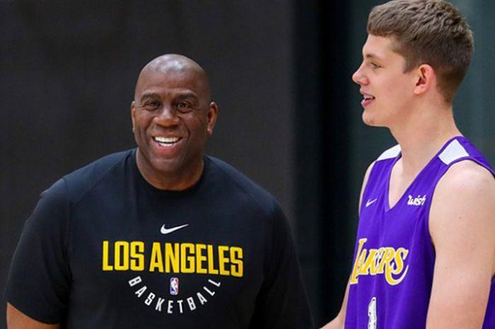 Presiden LA Lakers, Magic Johnson, saat melihat latihan perdana salah satu pemain rookie.