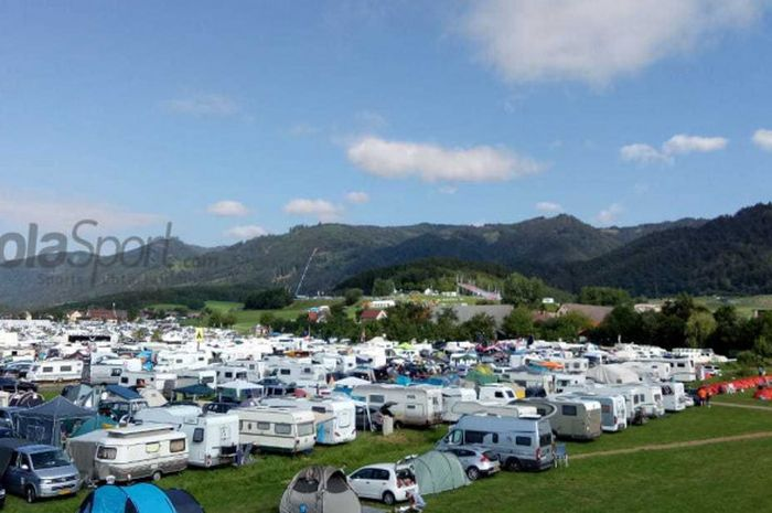 Camping ground di Red Bull Ring, nyaman dan bersih. Dengan 60 euro semalam lebih praktis ketimbang menginap di hotel.